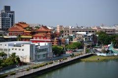 Temple à l'étang de Lianchihtan Lotus à Kaohsiung, Taïwan photos libres de droits
