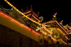 Temple allumé pendant l'année neuve chinoise Photographie stock libre de droits