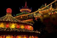 Temple allumé pendant l'année neuve chinoise Image libre de droits