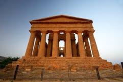 Temple antique à Agrigente Photographie stock libre de droits