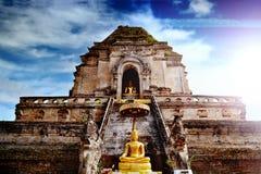 Temple antique de Wat Chedi Luang en Chiang Mai, Thaïlande Image libre de droits