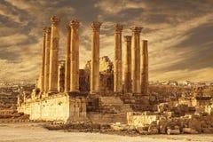 Temple of Artemis в старом римском городе Gerasa на заходе солнца, preset-дневное Jerash, Стоковые Изображения