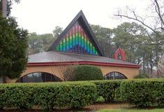 Temple avec la belle fenêtre en verre teinté Photographie stock