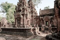 Free Temple Banteay Srei, Cambodia. Ruins Of Hindu Temple Banteay Srei, Angkor Wat. Monkey Guards At Temple Entrance. Vintaged Style Royalty Free Stock Photo - 181889345