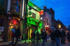 Temple bar at night in Dublin, Ireland Royalty Free Stock Photos