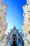 Temple blanc public avec le fond clair de ciel Photo stock