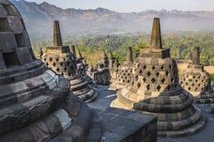 Temple Borobudur de Buddist sur le fond de coucher du soleil Yogyakarta Java, photos libres de droits