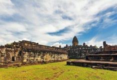 Temple bouddhiste antique de khmer dans le composé d'Angkor Vat Images libres de droits