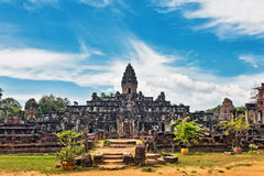 Temple bouddhiste antique de khmer dans le composé d'Angkor Vat Photographie stock