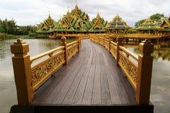Temple bouddhiste dans la province de Samut Prakan Photo stock