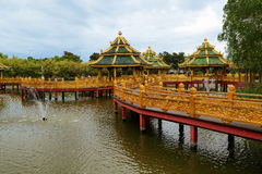 Temple bouddhiste dans la province de Samut Prakan, Thaïlande Photo stock