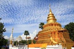 Temple bouddhiste de lanière de Wat Phra That Sri Chom Beaucoup de personnes croient Photographie stock libre de droits