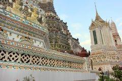 Temple bouddhiste de Wat Arun, Bangkok, Thaïlande - détail images stock
