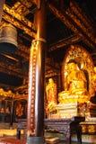 Temple bouddhiste. Figure d'or de Bouddha. Image libre de droits