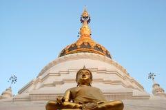 Temple bouddhiste thaï Photos stock
