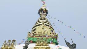 Temple célèbre antique de singe de Sawayambhunath à Katmandou, Népal banque de vidéos