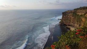 Temple célèbre d'Uluwatu dans Bali, Indonésie clips vidéos