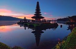 Temple célèbre de lac britain en île Indonésie de Bali photo stock