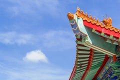Temple chinois pendant le matin avec les cieux nuageux image libre de droits