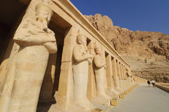 Temple commémoratif de Hatshepsut. photo stock