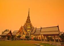 Temple d'Ainsi-épine de Wat le soir Photographie stock libre de droits