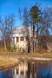Temple d'amitié Pavillon rond en parc de Pavlovsk Photos stock