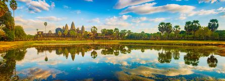 Temple d'Angkor Wat au coucher du soleil Le Cambodge cambodia Panorama images stock
