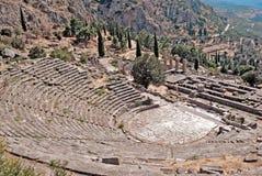 Temple d'Apollo et le théâtre à Delphes image libre de droits