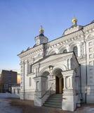 Temple d'Arkhangel Michael aux cliniques sur le premier champ Photos libres de droits