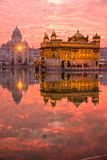 temple d'or de coucher du soleil d'amritsar Photos libres de droits