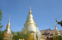 Temple d'or de pagoda en Thaïlande photos stock