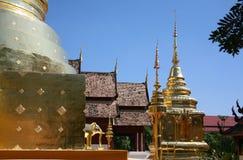Temple d'or de pagoda en Thaïlande photos libres de droits