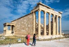 Temple d'Erechtheion avec le porche de cariatide sur l'Acropole d'Ath?nes, Gr?ce images libres de droits