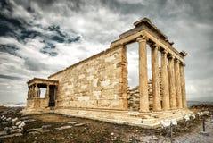 Temple d'Erechtheion avec le porche de cariatide sur l'Acropole dans Athen image libre de droits