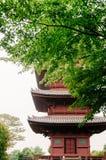 Temple d'Ikegami Honmon-JI et behin japonais rouge de bâtiments de pagoda Photo libre de droits