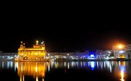 Temple d'or la nuit Photographie stock