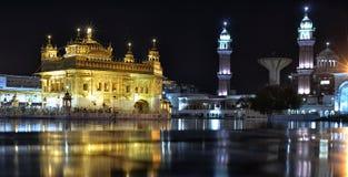 Temple d'or la nuit, Amritsar Photos libres de droits