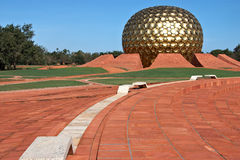 Temple dans Auroville, Inde Photos stock