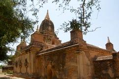 Temple dans bagan un jour d'oiseau bleu Photographie stock libre de droits