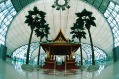 Temple dans l'aéroport de Suvarnabhumi en Thaïlande Photographie stock