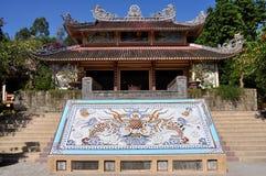 Temple dans la longue pagoda de fils photo stock