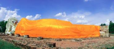 Temple de Bouddha de sommeil (Wat Lokaya Suttha) à ayutthaya, Thaïlande Photographie stock