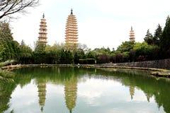 Temple de Chongshen et trois pagodas en Dali La Chine La Chine Images stock