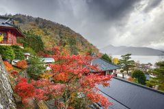 Temple de Chuzenji pendant l'automne Photographie stock