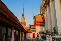 Temple de coucher du soleil de Wat Pho de pagoda, Bangkok en Thaïlande Photographie stock libre de droits