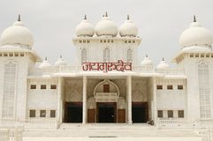 Temple de Jaigurudeo par l'omnibus de Delhi-Agra, Inde Photos libres de droits
