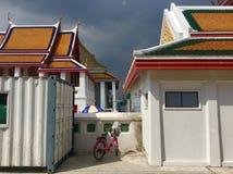 Temple de Kalayanamit à Bangkok Thaïlande - rue Photos stock