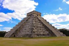 Temple de Kukulkan, pyramide dans Chichen Itza, Yucatan, Mexique Images libres de droits