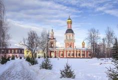 Temple de la trinité vivifiante composé patriarcal dans Sviblo photographie stock libre de droits