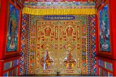 Temple de Langmusi de Tibétain à l'intérieur Photographie stock libre de droits